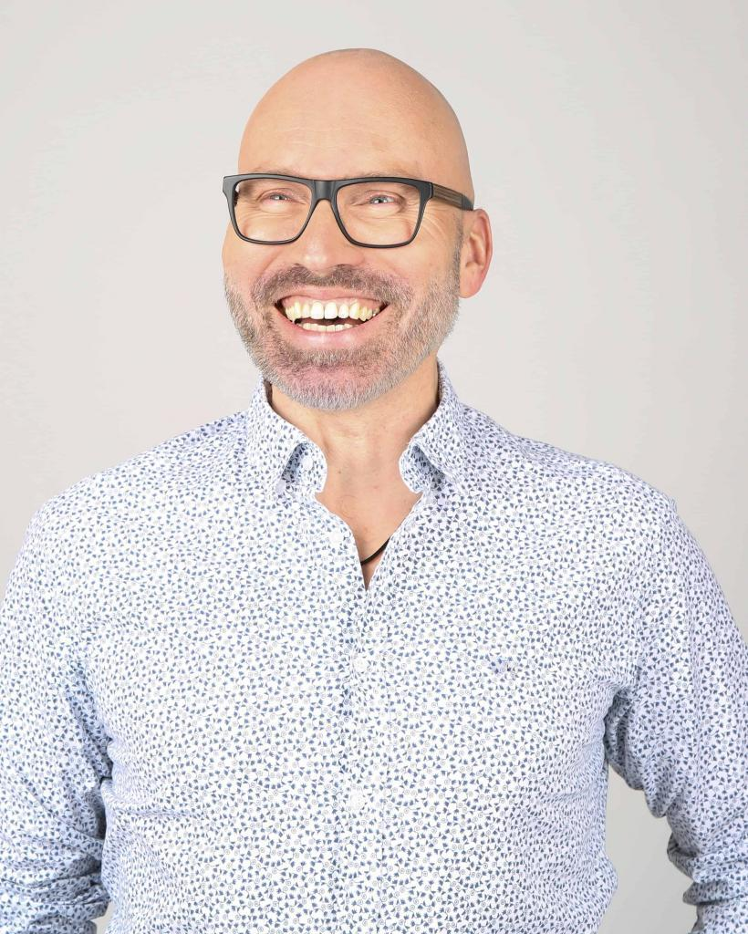 Lars Gutzeit: Zertifizierter Hypnosetherapeut NGH, zertifizierter Hypnose Master. Mitglied beim VFP, Heilpraktiker Psychotherapie HPP sowie DHI-Gründer und -Hypnose-Ausbilder - Hypnosseseminare bundesweit - auch in Ihrer Nähe